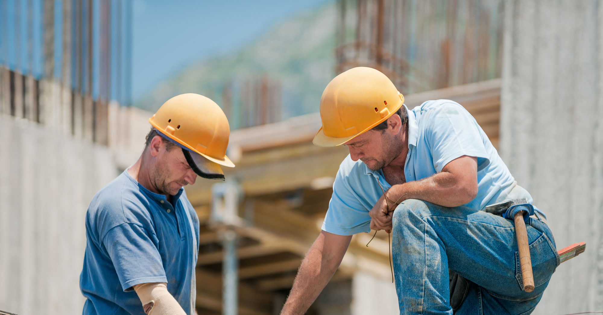 В чем отличия работы по трудовому договору и подряду?
