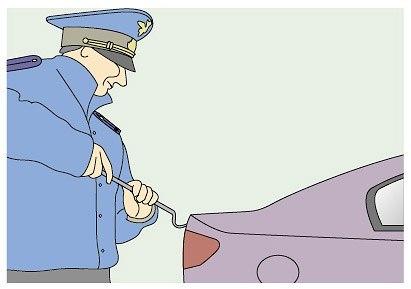 Инспектора просят открыть капот